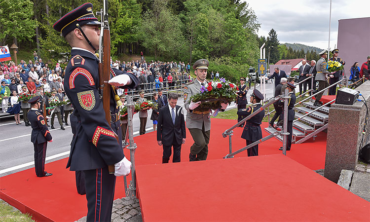 Ambassador Sterling Lays a Wreath in Makov to Commemorate the end of World War II in Europe (Embassy photo)